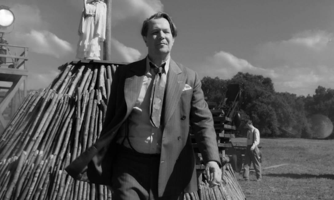 """Melhor Ator: em """"Mank"""", Gary Oldman viveu a história tumultuosa de Herman J. Mankiewicz, roteirista da obra-prima icônica de Orson Welles, """"Cidadão Kane. Foto: Divulgação/Netflix"""