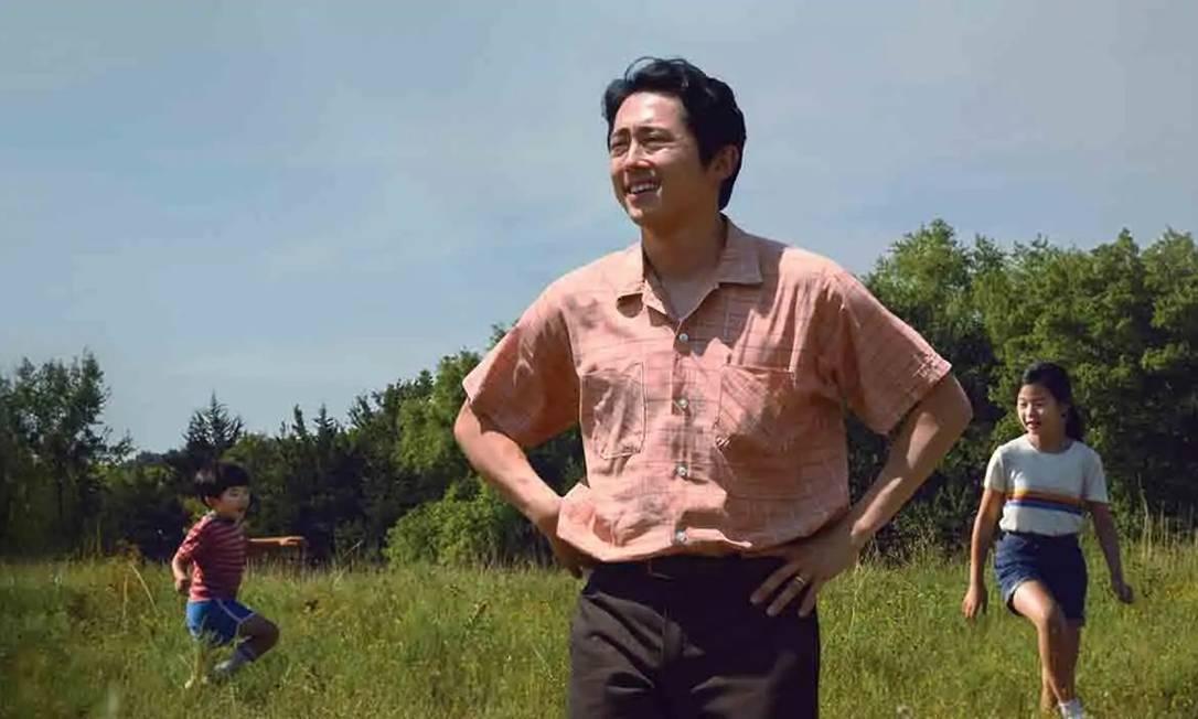 """Melhor Ator: Steve Yeun foi o protagonista de """"Minari"""", um drama comovente que trata sobre família. Yeun tambem é conhecido pelo seu trabalho em """"The walking dead"""" Foto: Divulgação"""