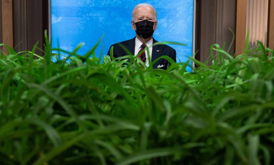 O presidente dos Estados Unidos, Joe Biden, durante a abertura da Cúpula de Líderes sobre o Clima Foto: BRENDAN SMIALOWSKI / AFP/22-4-21