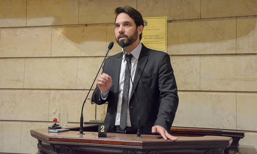 Doutor Jairinho durante discurso na Câmara de vereadores Foto: Renan Olaz / Agência O Globo