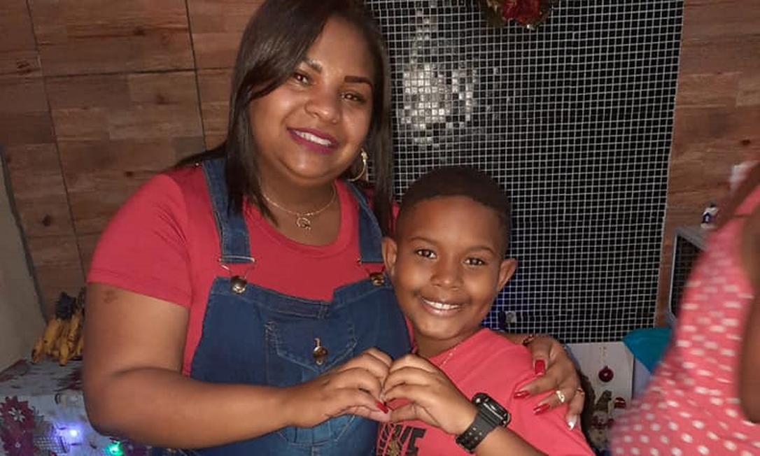 Thais da Silva e seu filho, Kaio Guilherme, de 8 anos. Foto: Reprodução / Redes sociais