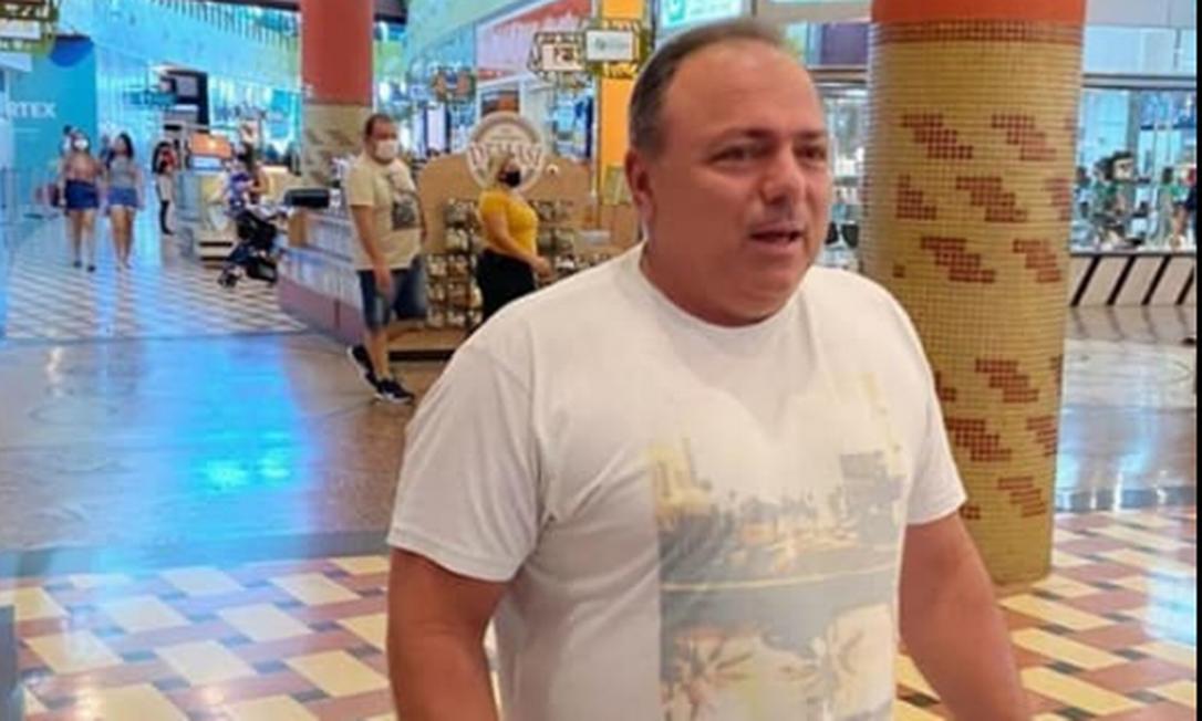 Ex-ministro da Saúde, Eduardo Pazuello estava sem máscara em shopping de Manaus Foto: Reprodução/Instagram