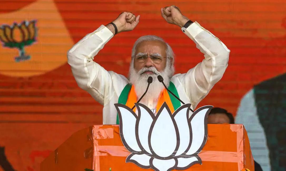 O primeiro-ministro indiano Narendra Modi durante um discurso antes das eleições estaduais de Bengala Ocidental, em Calcutá, Índia, em 7 de março de 2021 Foto: AP - Bikas Das