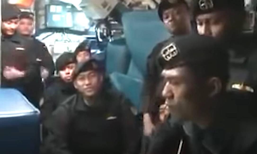Tripulantes de submarino indonésio que naufragou gravaram vídeo com canção de despedida Foto: Reprodução de vídeo