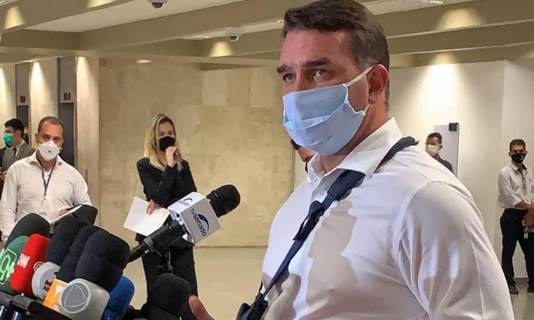 O senador Flávio Bolsonaro durante pronunciamento na instalação da CPI da Covid Foto: Paulo Cappelli / Agência O Globo
