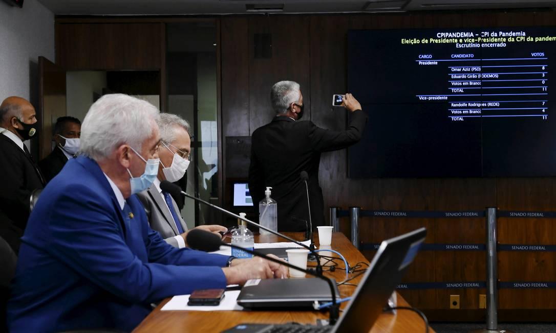 Primeira sessão da CPI foi presidida pelo senador Otto Alencar (PSD-BA). O senador Omar Aziz (PSD-AM) foi eleito presidente da CPI Foto: Edilson Rodrigues / Agência O Globo
