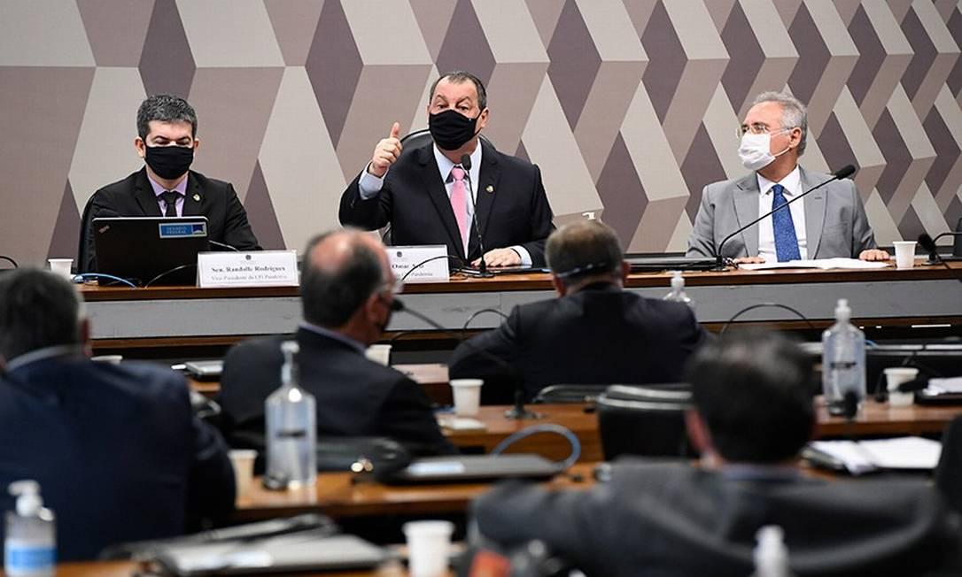 Randolfe Rodrigues, vice-presidente, Omar Aziz, presidente, e Renan Calheiros, relator da CPI Foto: Edilson Rodrigues/Agência Senado