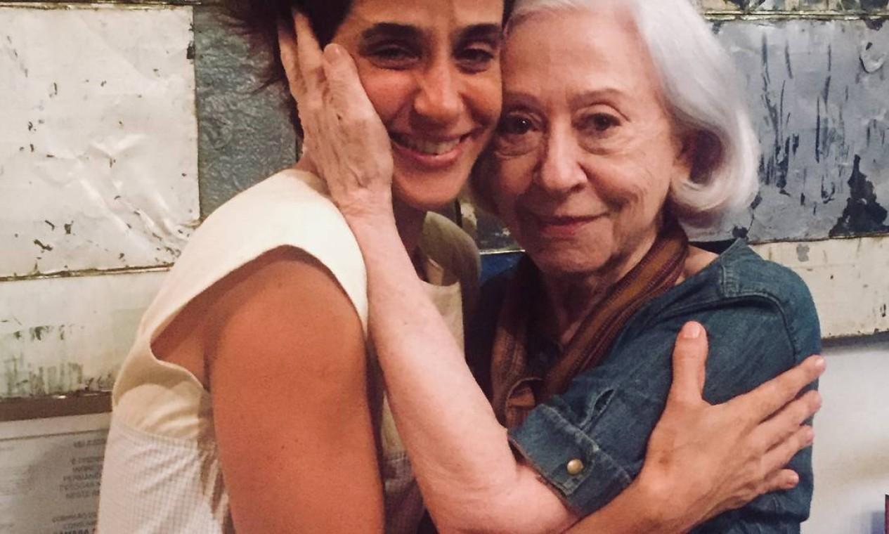 """Mariana Lima e Fernanda Montenegro, no teatro Oi Futuro, onde encenou o monólogo """"Cérebro coração"""""""