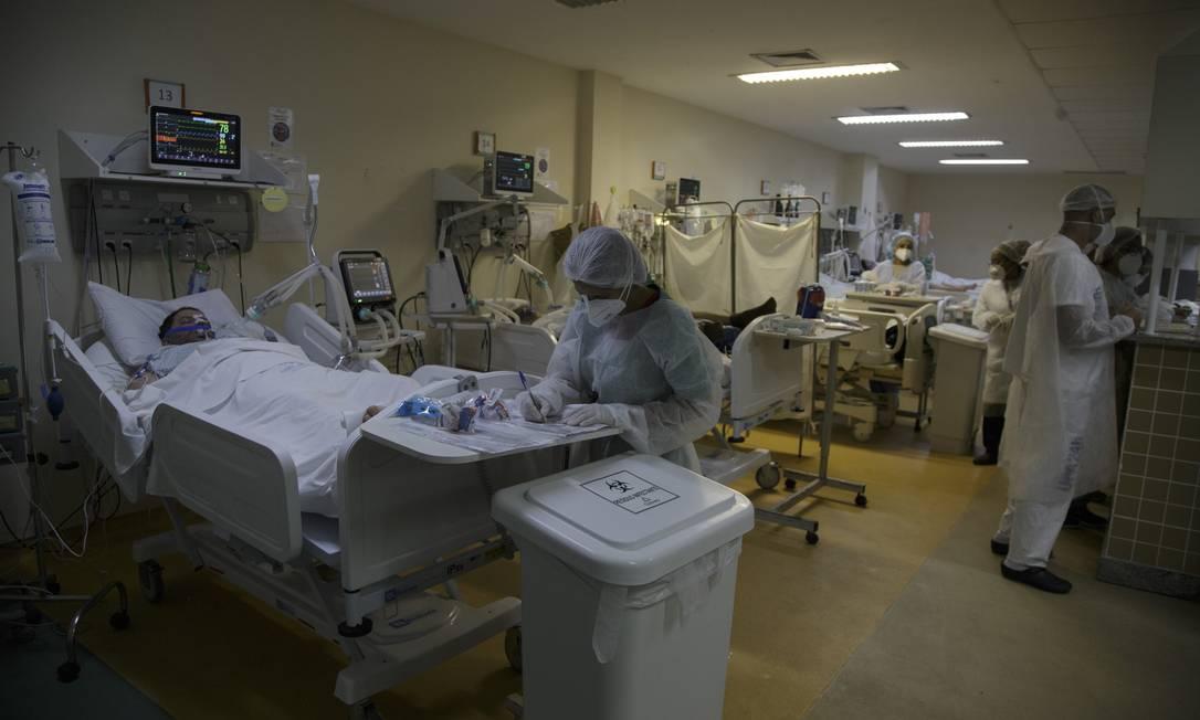 Atendimento de pacientes com Covid no Hospital Municipal Ronaldo Gazolla, referência no Rio para a doença Foto: Márcia Foletto / Agência O Globo
