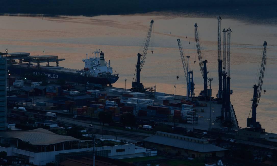 Porto de Santos é um dos principais polos de exportação do país Foto: Marcos Alves / Agência O Globo (08/06/2017)
