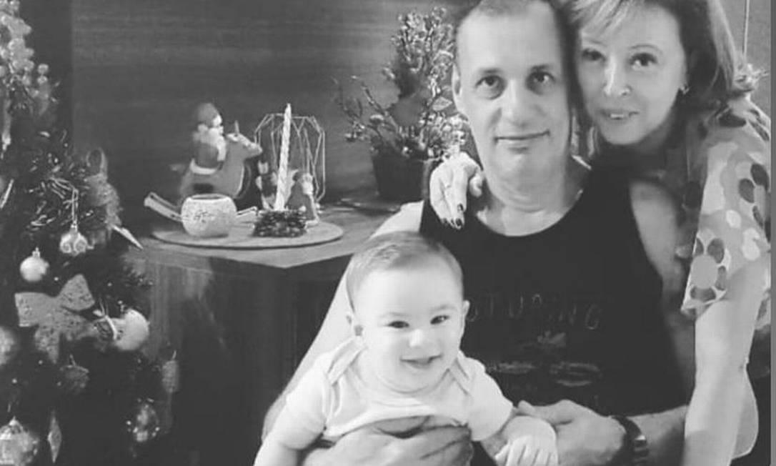 Os avós de Henry com o menino ainda bebê Foto: Reprodução