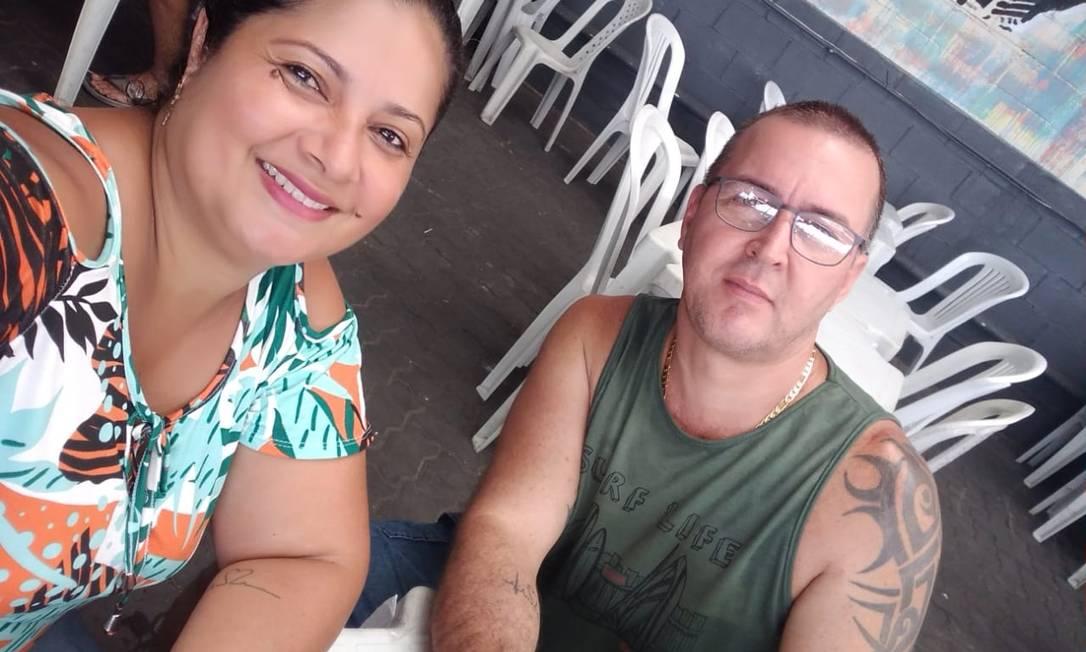 Gemerson e Amanda: mulher de marceneiro conta que ele morreu a poucos passos do local de trabalho Foto: Rafael Nascimento de Souza / Agência O Globo