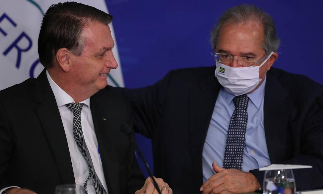 Bolsonaro e Paulo Guedes durante reunião de Cúpula do Mercosul em março Foto: Marcos Correa / PR/26.3.2021