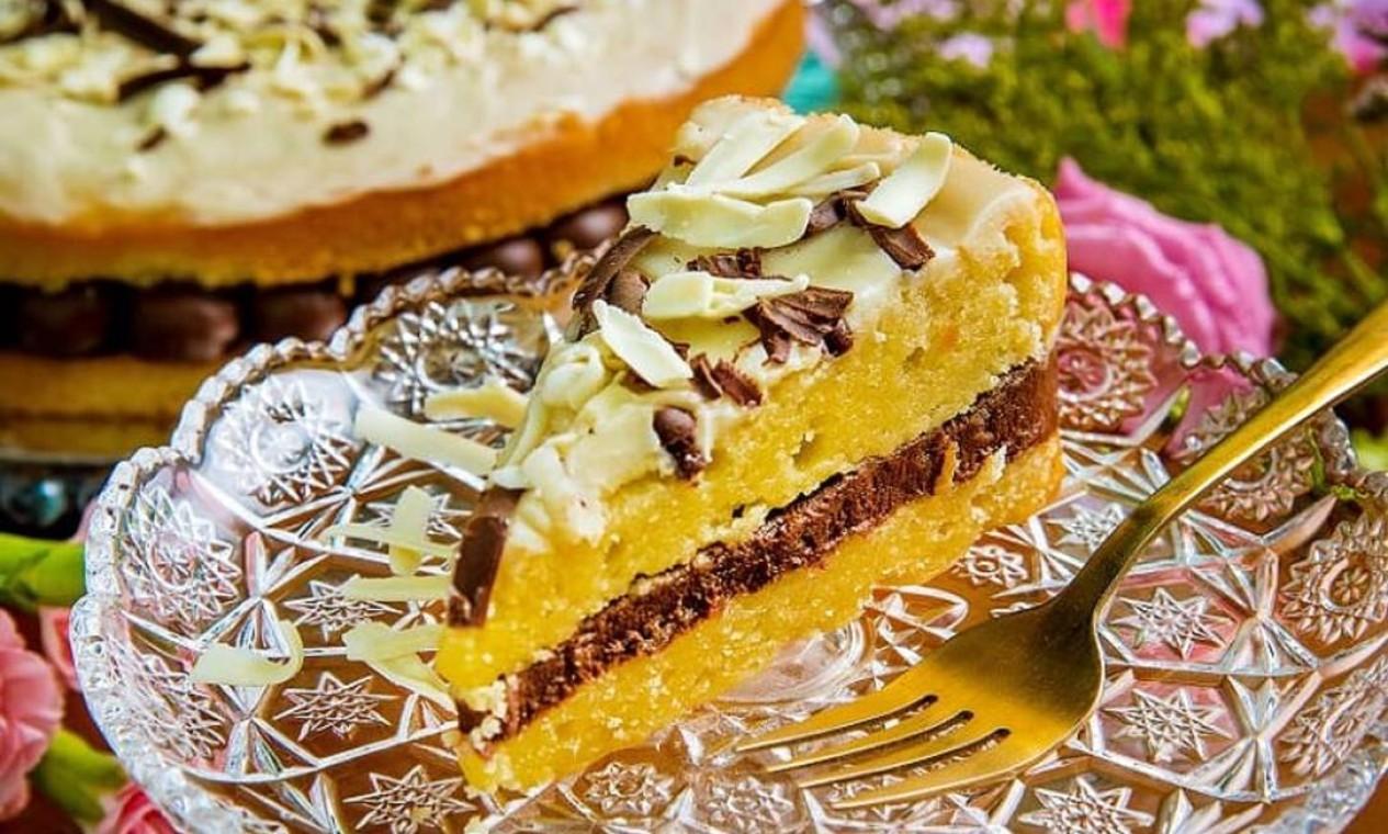 Na Carolina Sales (997626876), a sugestão é a torta brownie branco trufado ao leite sem açúcar, sem glúten e sem leite. Custa R$ 29 a fatia. Entrega no Rio encomendas de tortas inteiras Foto: Divulgação/Filico