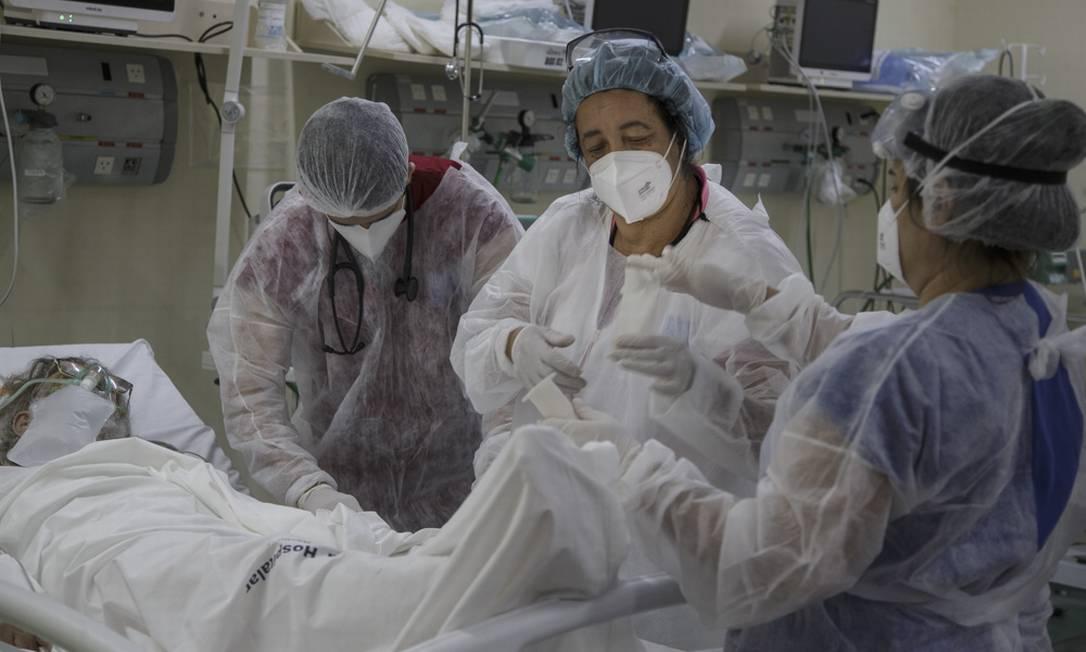Atendimento de pacientes com Covid no Hospital Municipal Ronaldo Gazolla, referência no Rio de Janeiro para a doença Foto: Márcia Foletto / Agência O Globo