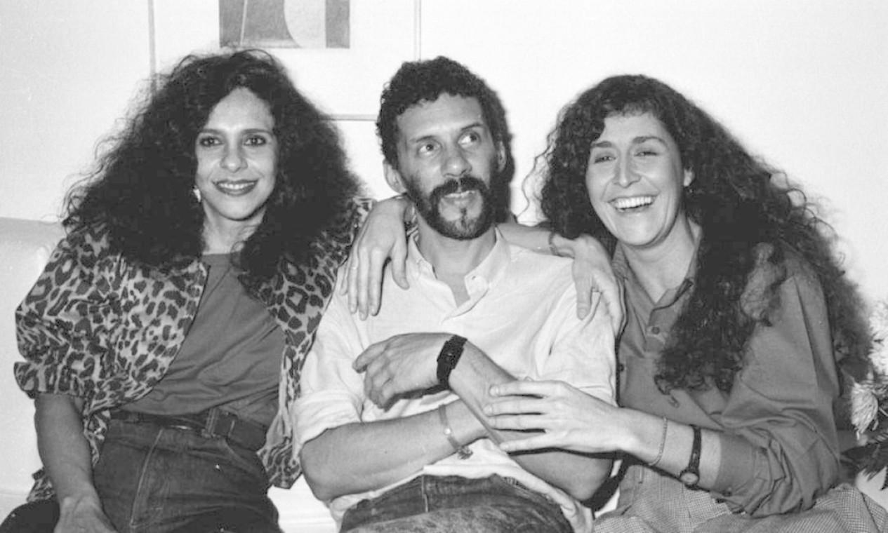 No camarim do Canecão, em outubro de 1987, Gonzaquinha recebe Gal Costa e Joanna Foto: Cristina Granato / Divulgação