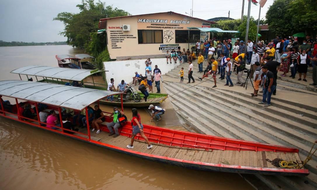 Chegada de imigrantes venezuelanos a Arauquita, na fronteira Foto: LUISA GONZALEZ / REUTERS