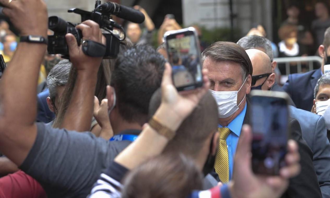 Bolsonaro chegou para o leilão da Cedae sob protestos relacionados à gestão da pandemia Foto: Edilson Dantas / Agência O Globo
