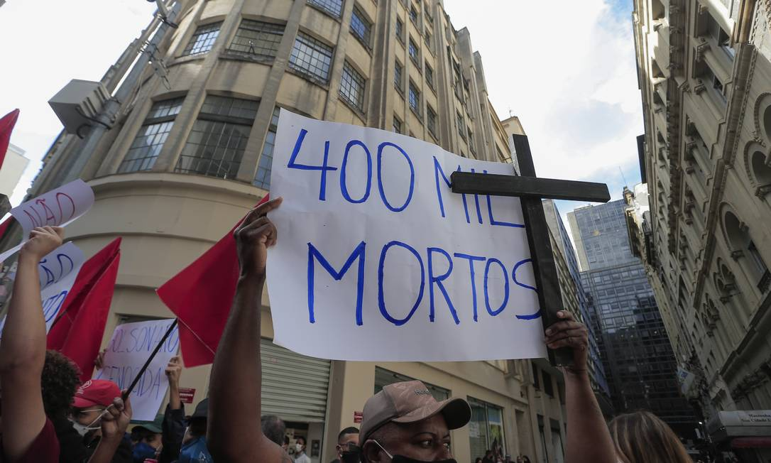A comitiva do presidente Jair Bolsonaro foi recebida com ovadas na tarde desta sexta-feira no leilão Foto: Edilson Dantas / Agência O Globo