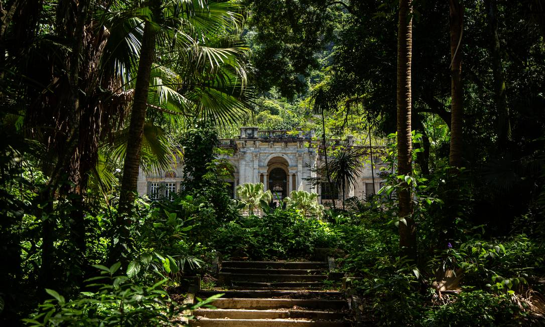 """Além de """"Parque"""", exposta no palacete, o Parque Lage abriga a nova exposição """"Hábito/Habitante"""" nas Cavalariças e na Capelinha. Foto: Hermes de Paula / Agência O Globo"""