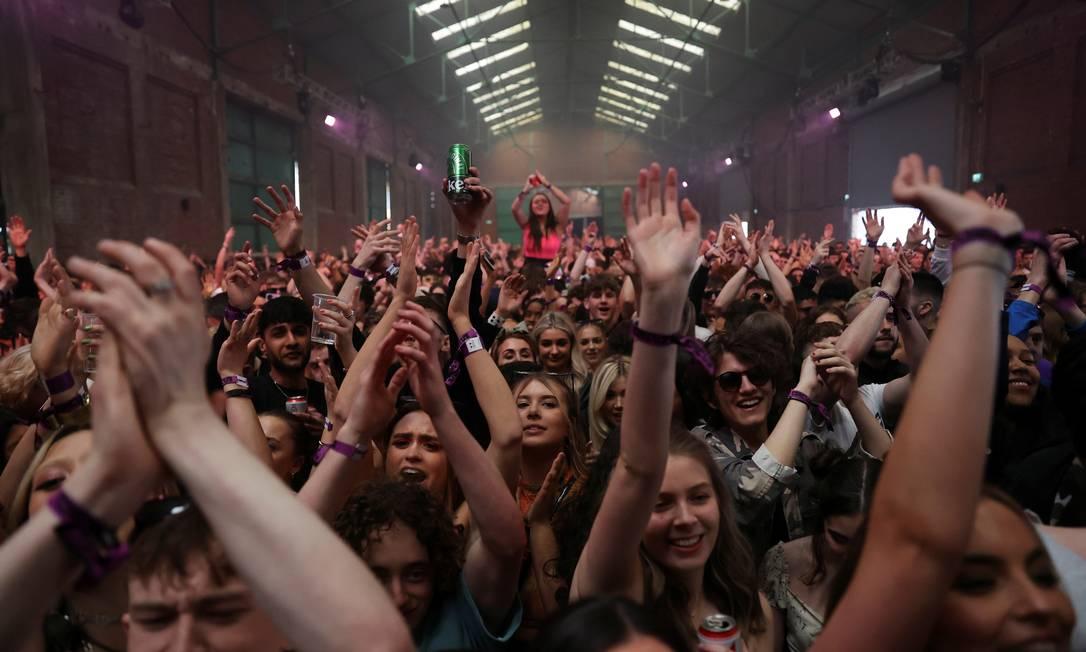 Foliões curtem evento piloto em Liverpool, no Reino Unido Foto: CARL RECINE / REUTERS