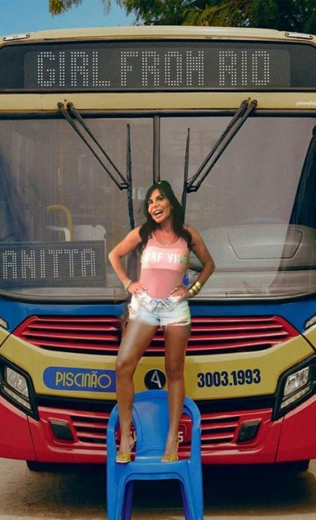 Gretchen também marcou presença em frente ao ônibus! Foto: Reprodução