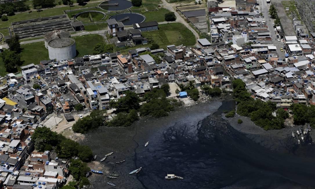 Baía de Guanabara: previsão de investimento de R$ 2,6 bilhões Foto: Custódio Coimbra em 3-3-2021 / Agência O Globo