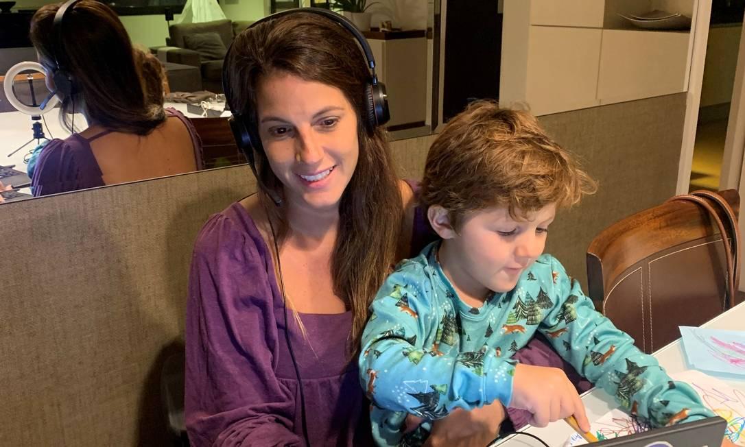Mãe de Fred, um menino de três anos e meio, Deborah Goldkorn, de 37 anos, sentiu o peso da multiplicação das reuniões por vídeo logo no início da pandemia. Foto: Arquivo pessoal