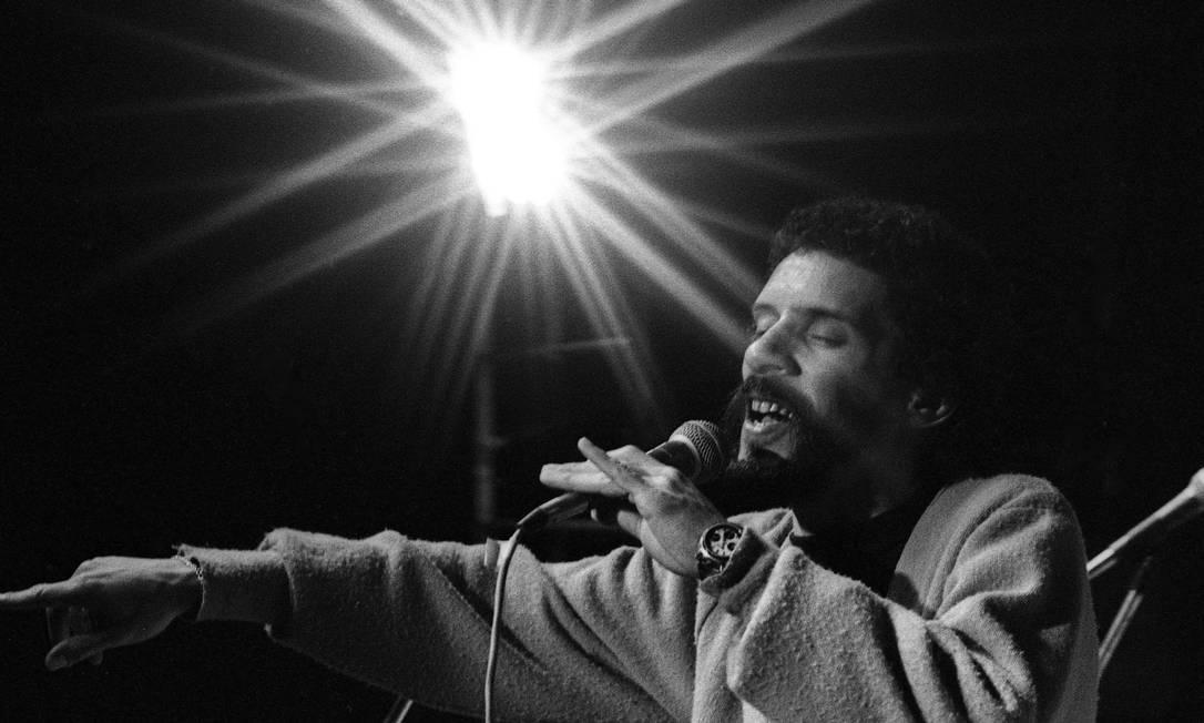 Gonzaguinha em show em 1981: 30 anos de morte Foto: Aníbal Philot / Agência O Globo