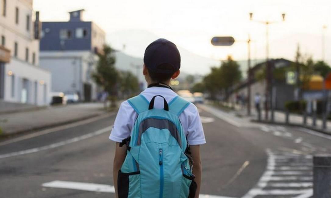 'Estima-se que cada jovem com educação básica viverá quatro anos de vida a mais que um jovem que não terminou a escolaridade — e tende a ter um menor envolvimento em atividades violentas, como homicídios', diz estudo Foto: Getty Images