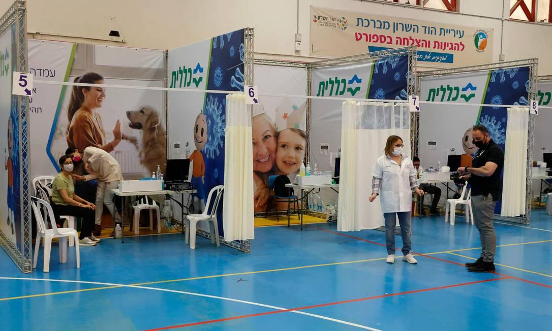 Centro de vacinação contra a Covid-19 em Hod Hasharon, no dia 4 de fevereiro Foto: JACK GUEZ / AFP