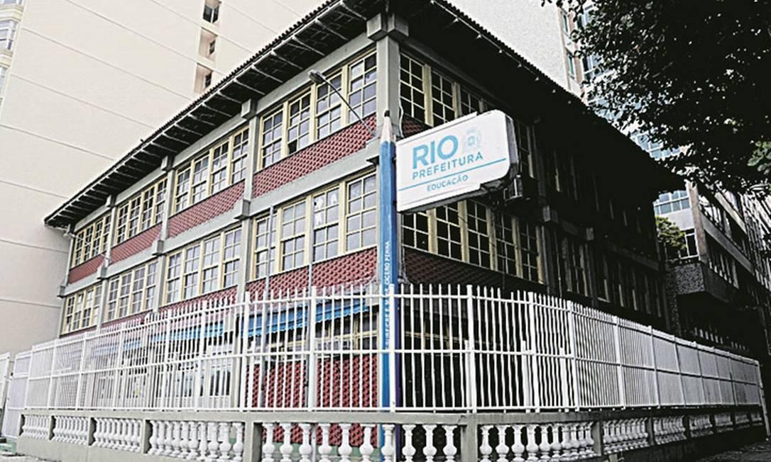 Novos planos. A escola Cícero Penna, na Av. Atlântica, pode dar lugar a prédio Foto: Gabriel de Paiva / Agência O Globo