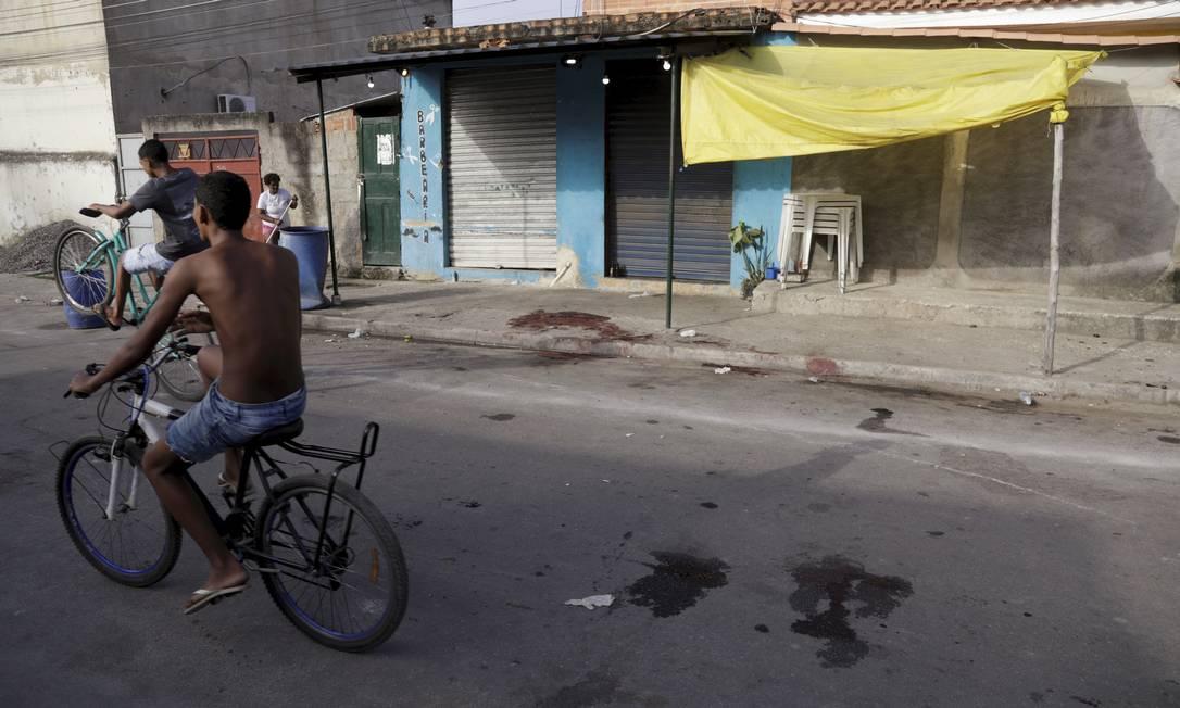 O local onde ocorreram as mortes, no bairro Jacutinga Foto: Gabriel de Paiva / Agência O Globo