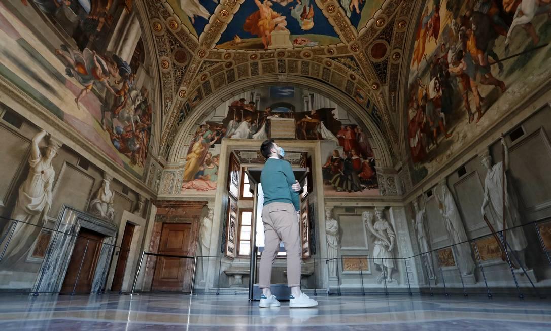 Museus do Vaticano reabrem ao público após semanas de fechamento, à medida que diminuem as restrições para combate à Covid Foto: REMO CASILLI / REUTERS