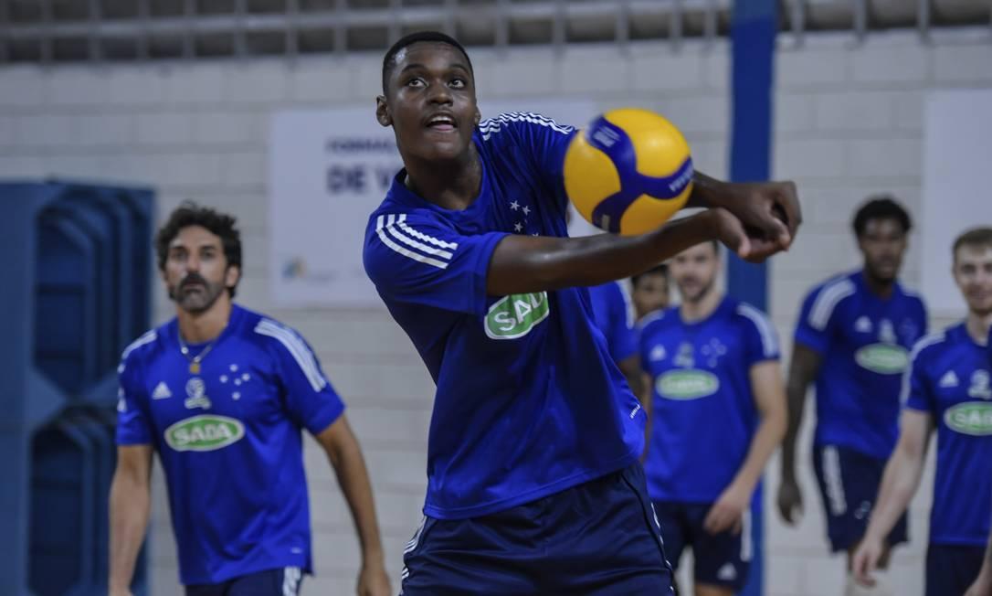 Maicon chegou a receber sondagens de fora do país, inclusive para jogar basquete Foto: Agencia i7 / Sada Cruzeiro / Agencia i7