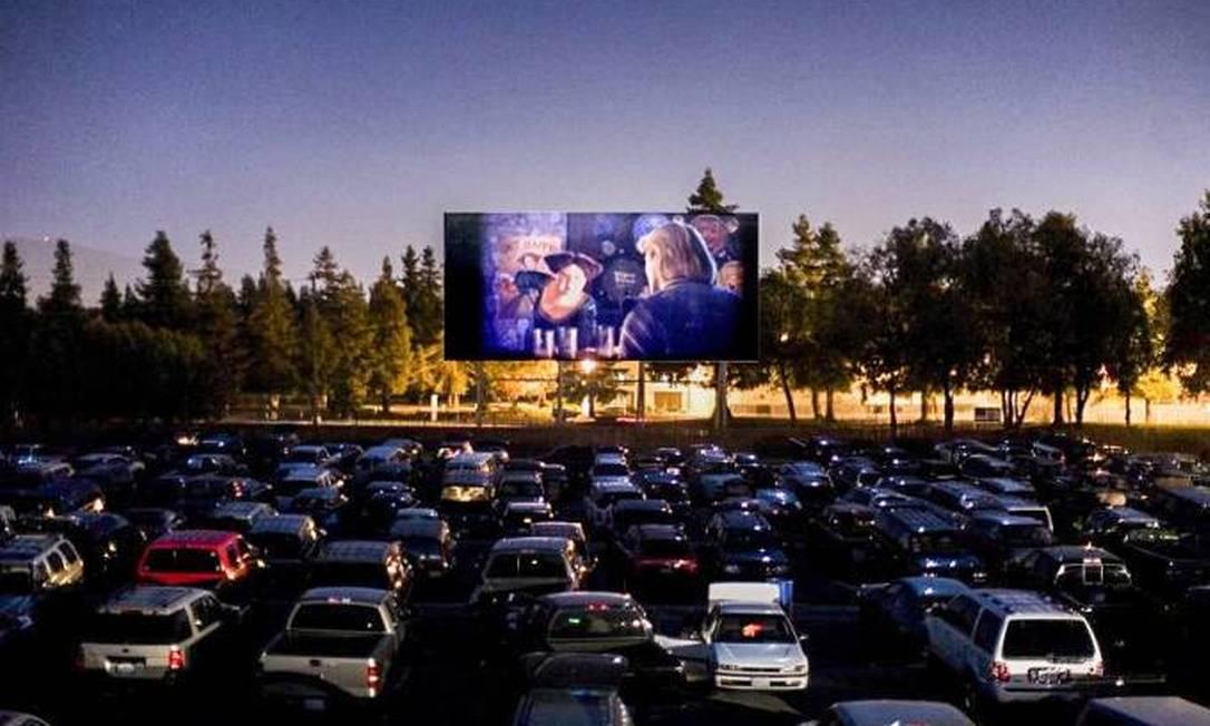 Quatro cines drive-in estão em funcionamento no Brasil Foto: Reprodução/Facebook