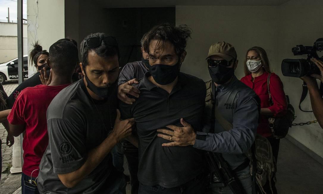 Jairinho chegando à sede da Polinter, na Cidade da Polícia: envolvido em agressões a outras crianças Foto: Guito Moreto / Agência O Globo
