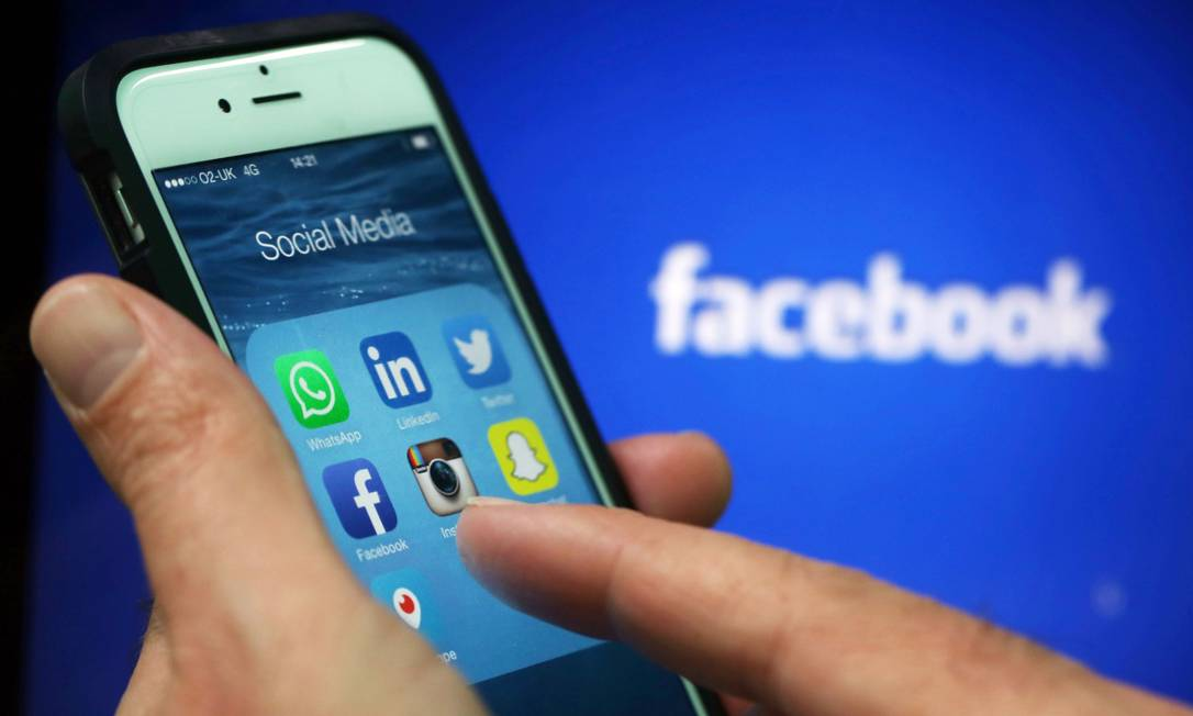 Rastreamento de dados é usado por grandes redes, como Facebook, para vender anúncios direcionados Foto: Chris Ratcliffe / Agência O Globo