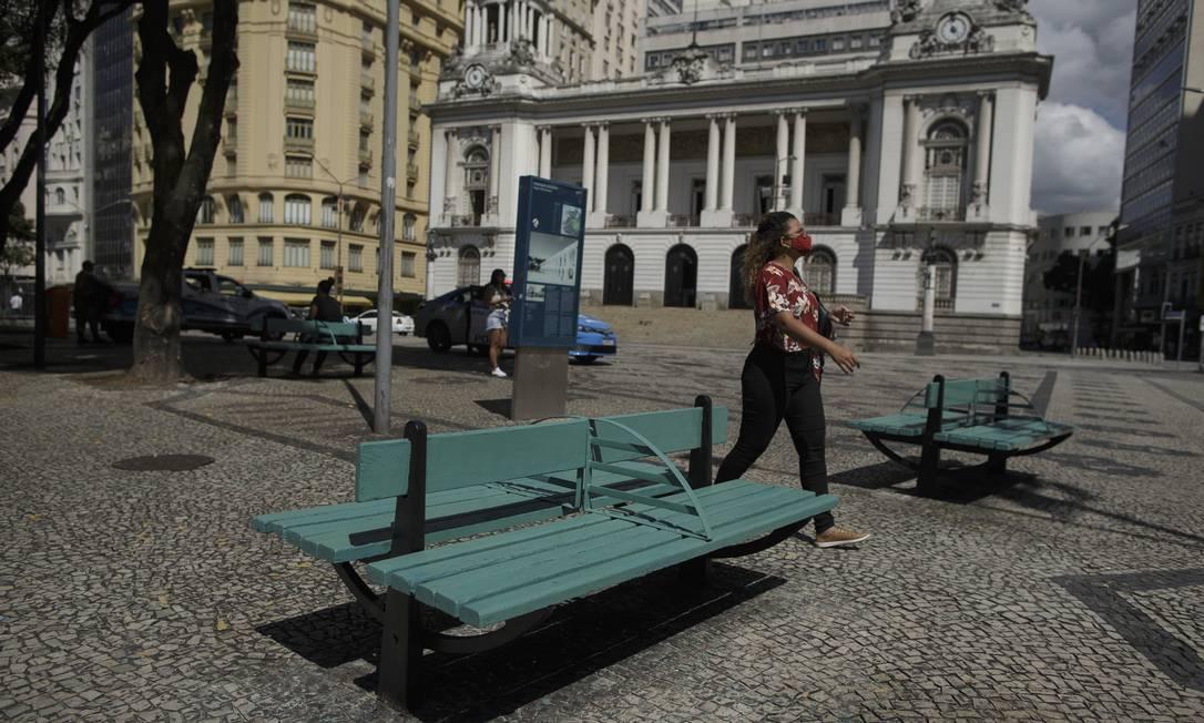 Eventos em praças foram liberados. Na foto, a Praça Marechal Floriano, na Cinelândia Foto: Márcia Foletto / Agência O Globo / 28-04-2021