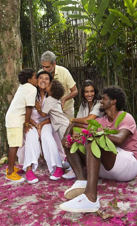 Regina Casé posa com a família em seu sítio Foto: Divulgação