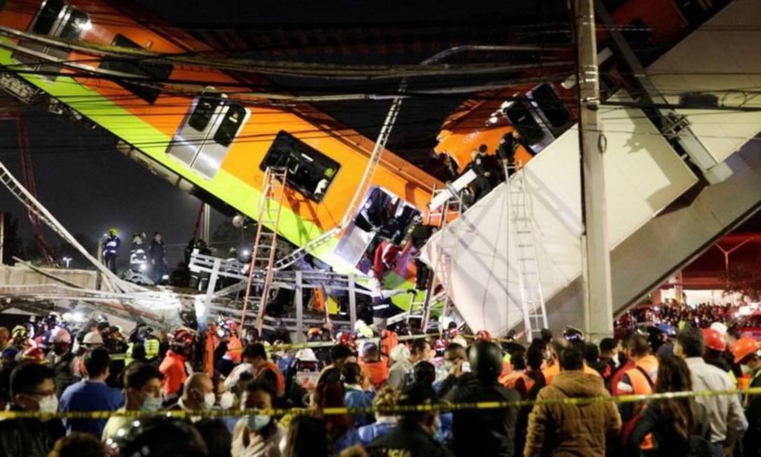 Um trecho de via elevada e alguns vagões da linha 12 do metrô desabaram na noite de segunda-feira na capital mexicana. Foto: Reuters