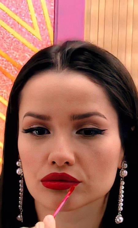 Batom vermelho é o preferido de Juliette, associado aos olhos bem marcados com traço estilo gatinho Foto: Reprodução