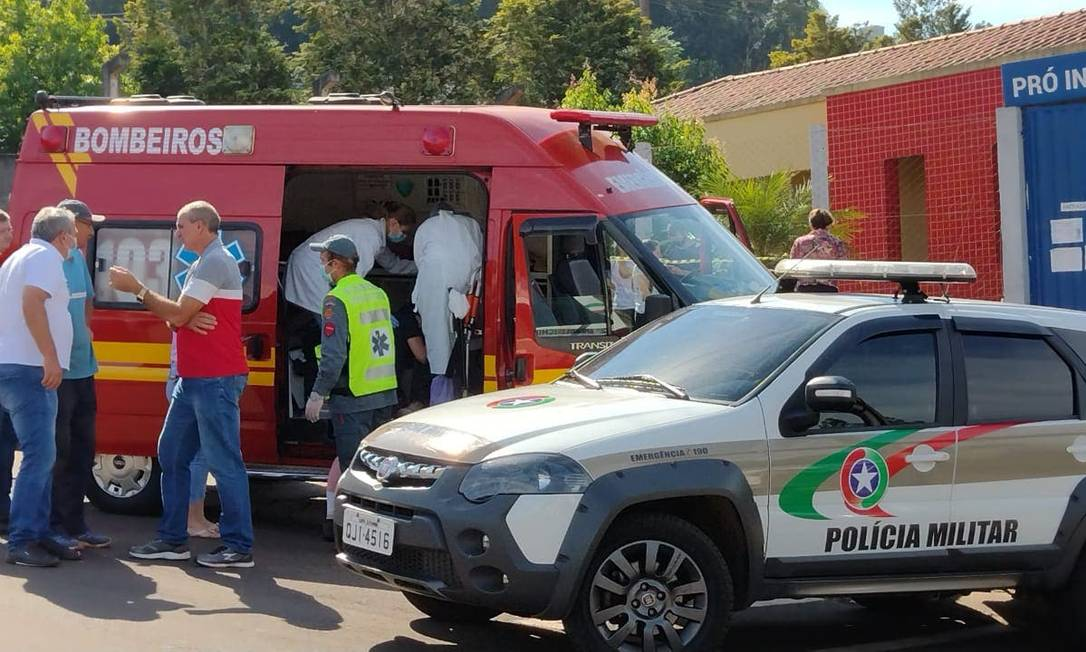 De acordo com o Corpo de Bombeiros do estado, três crianças e dois adultos foram mortos Foto: Reprodução / Agência O Globo