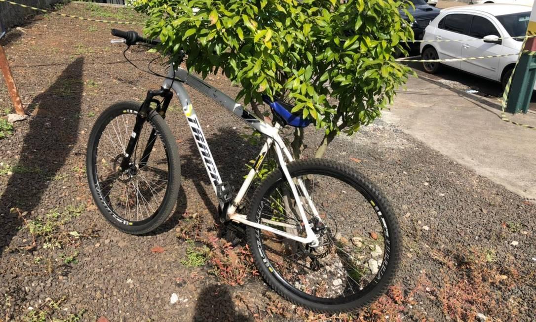Bicileta usada pelo agressor para chegar à creche no município de Saudade, em Santa Catarina Foto: Felipe Eduardo Zamboni / Agência O Globo