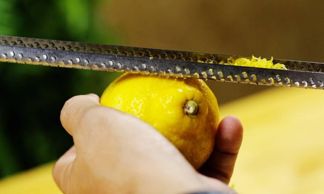 Zester, utensílio para raspar cascas. Foto: O Globo | G Lab