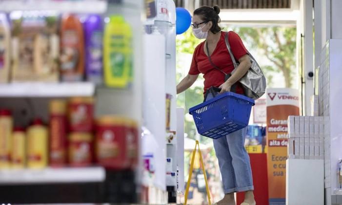 Os produtos e serviços têm impostos municipais, estaduais e federais Foto: Ana Branco / Agência O Globo