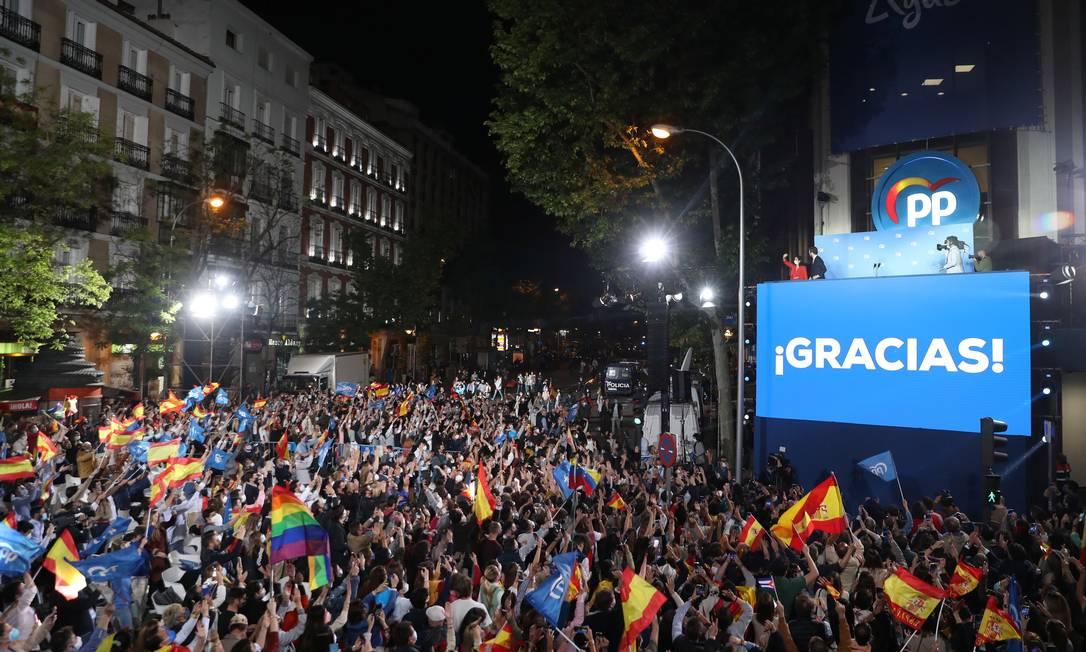 Apoiadores do Partido Popular celebram vitória nas eleições regionais de Madri Foto: SUSANA VERA / REUTERS