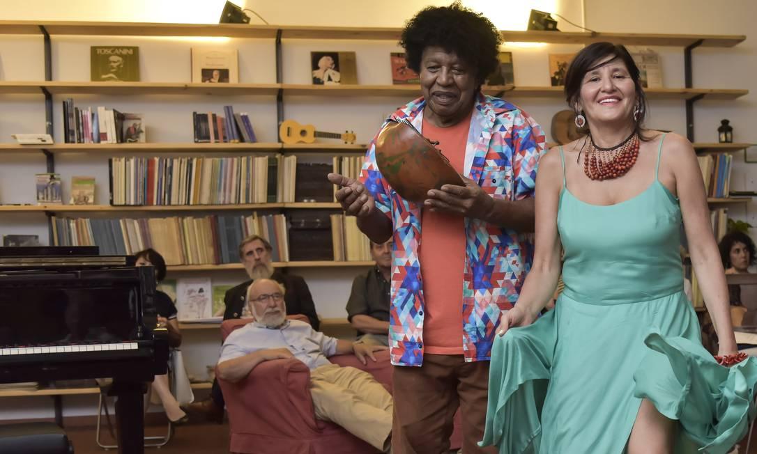 A carioca Claudia Belchior, de 54 anos, que há 28 trocou a Vila Kennedy por Milão, na Itália desenvolveu a Sambaterapia Foto: Carlo Bevilacqua / Agência O Globo
