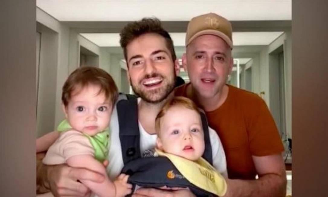 Paulo Gustavo com o marido, Thales Bretas, e os filhos do casal, Gael e Romeu. Foto: Reprodução