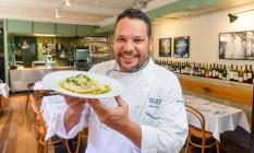 Nelson Soares lembra que o Sult só funcionava de terça a domingo para o jantar. Atualmente abre de segunda a segunda, para almoço e jantar Foto: Fabio Cordeiro